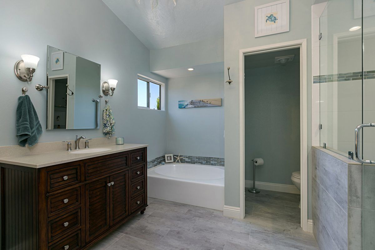 Bathroom remodeling pictures inviting home design Local bathroom remodeling